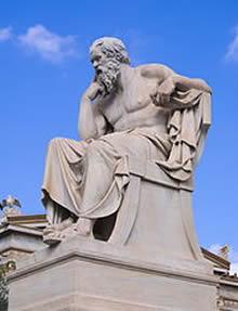 Estatua de Sócrates na Academia de Atenas