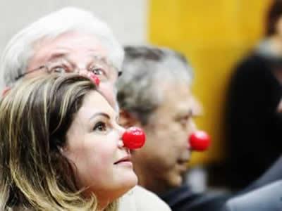 Os vereadores oposicionistas Patrícia Bezerra (PSDB), Gilberto Natalini (PV) e Mário Covas Neto (PSDB) utilizam nariz de palhaço durante a sessão - Foto Vagner Magalhães